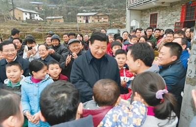 2月2日,习近平在井冈山市茅坪乡神山村给乡亲们拜年,祝乡亲们生活幸福、猴年吉祥。