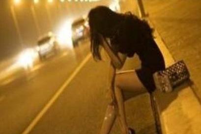 色鬼午夜_色狼深夜强奸室友女友 对方误认是男友未反抗