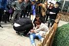 女子在广场前遇刺