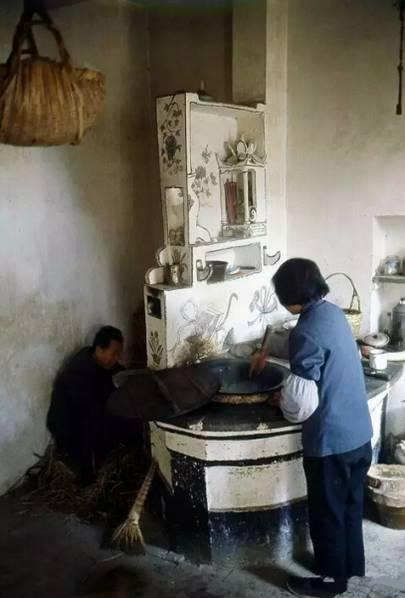 运河沿岸的农家厨房,1982年摄