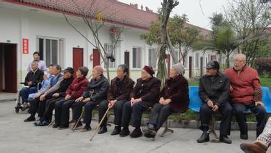 北京老人游成都 试住成都养老院