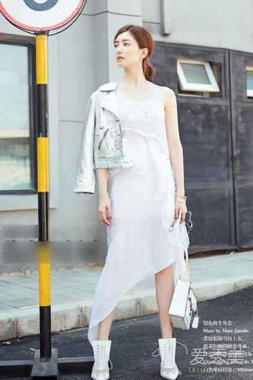 (王珞丹这套也太时髦了吧) 刘诗诗, 马思纯 : chanel t恤 另一个单品图片