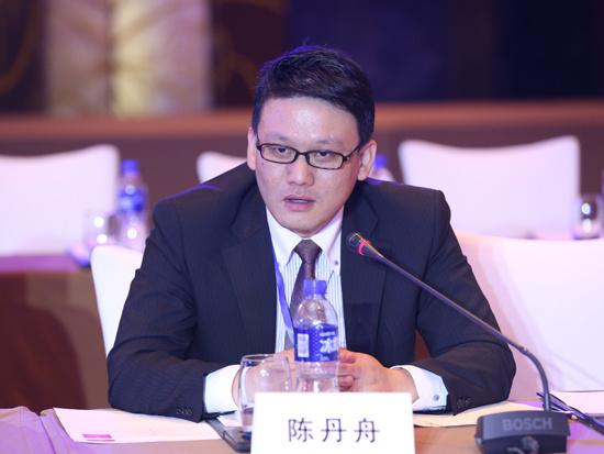 湖南大学法学院副教授喻玲-喻玲 通过比赛加强与学生交流