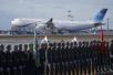 伊朗总统访俄 俄士兵伸长脖子列队欢迎
