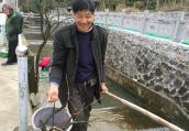宁波七旬翁捐11万养老钱给村里治水,如今他成了编外河长