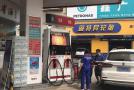 济南:汽车路上突然趴窝 只因他们的油箱里夹杂半箱水