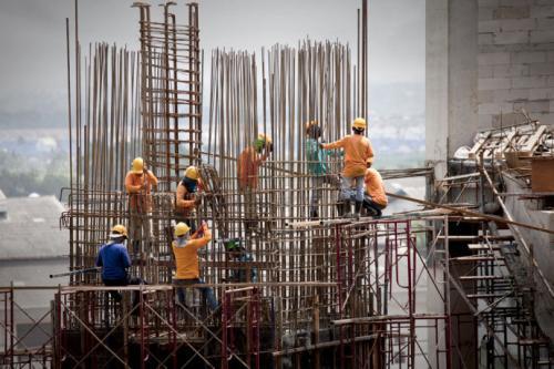 农民工向产业工人转型!山东将实行建筑工人实