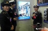 中国撤侨爆红牵手照中的女兵 如今成了十九大代表