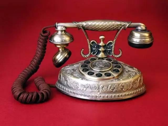 尽管我们现在更多的使用微信、QQ在交流,但不可否认电话通信让我们真正跨出了一大步,同样也需要我们永远铭记。