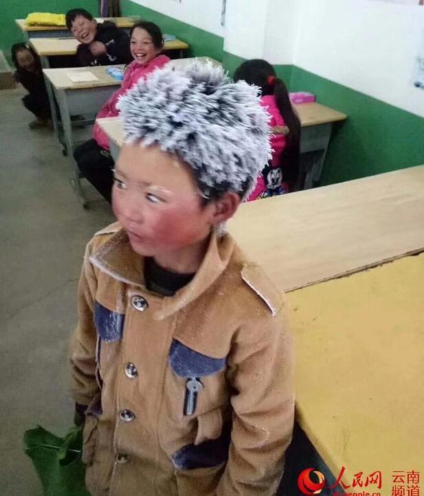 电子游戏新网址:对话云南昭通8岁冰花男孩:上学冷但不苦 想当警察最想去北京