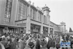 春运40年:从绿皮车到复兴号,从彻夜排队到手机购票