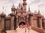 创造梦幻童年的王国:迪士尼乐园怀旧老照片