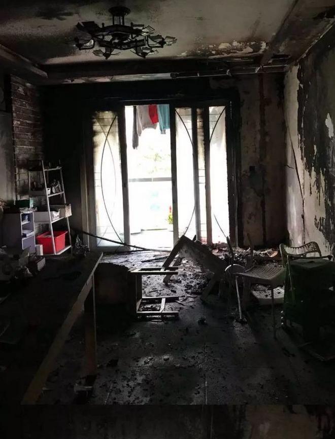 知名自媒体人在沪住宅突然爆炸起火 疑与电池有关