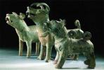 """94年狗年邮票设计者张二苗:家中有千余只各种材质的""""狗"""""""