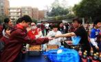 """杭州一中学校长义卖会上""""拍卖""""自己:义卖人生规划指导机会"""