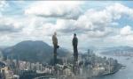 《摩天营救》再曝预告 巨石强森救家人跳世界最高楼