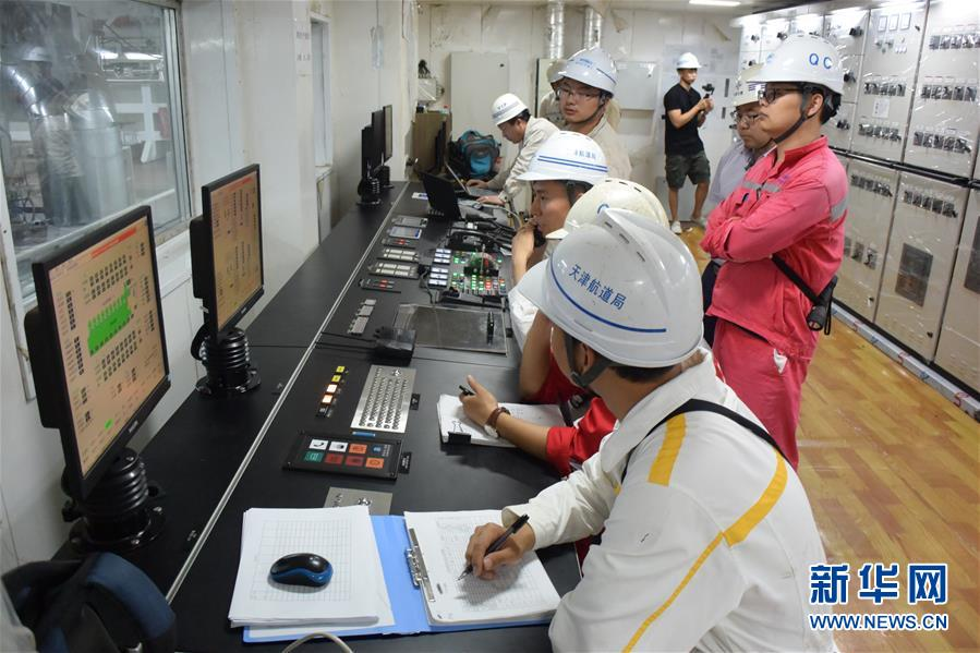 """(图文互动)(5)我国自主研发的疏浚重器""""天鲲号""""首次试航成功"""