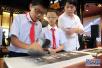 中国低龄留学持续升温,各方怎么看?