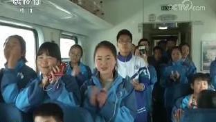特写:千里回家路 885名学生的春运专列