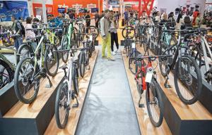 """共享单车遇""""退潮?#32972;?#20987; 自行车企何寻发展新动力?"""
