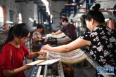 河南南召:地毯织出