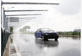 公安部交管局提示:雨雾天气要保持安全车速车距