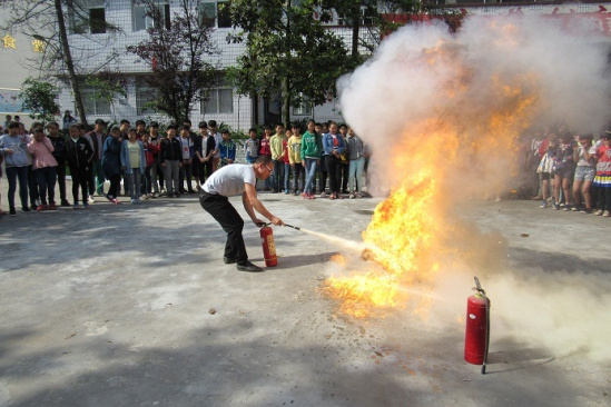 高坪区 南充市/在演练前,学校通过板报等加强了对消防安全知识的宣传,各...