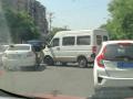 相距10米發生兩起交通肇事 天熱了但開車還得冷靜