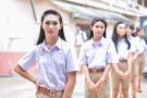 泰國男校開學儀式現場畫面 學生妖嬈嫵媚