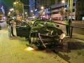 """沈阳街头轿车撞毁人行道护栏 车辆""""毁容""""无人受伤"""
