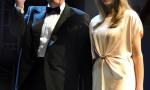 特朗普携夫人参加活动 梅拉尼娅香槟色长裙宛若女神