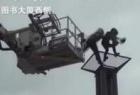 北京女子跳桥瞬间