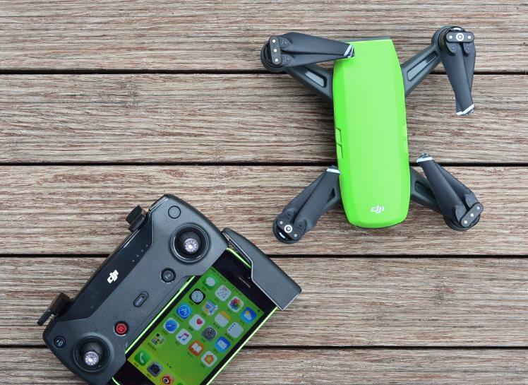 绿色小型无人机