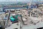 挖掘机爬17层楼顶