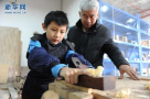 济南有一群喜欢木工的人,有人自己打造出全套家具