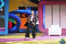 《嗨到你红了》揭秘嘻哈女主持 飞脚踢木板倒地