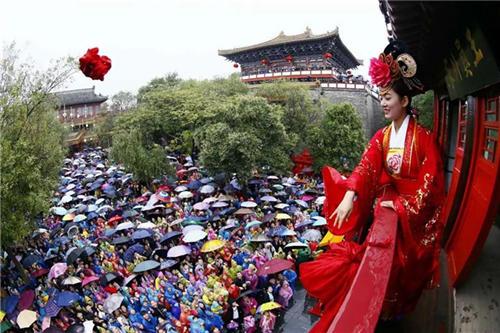 国庆中秋长假 河南吸引5300万人冒雨游玩