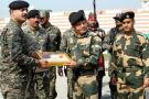 这一天不打!印巴边境人员互换糖果 庆祝排灯节