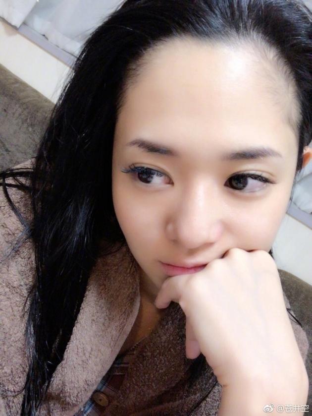 苍井空bipian_苍井空素颜自嘲额头很宽 网友:是脱发的烦恼吗?