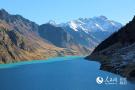 天山深处的高原湖