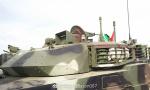 中国坦克成美丽风景线