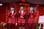 央视春晚导演:成龙和吴京合唱握手有特殊意义