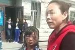 """女孩被打成""""熊猫眼""""事件最新进展:继母已被刑拘"""
