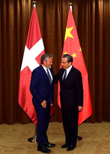 北京赛车技巧方法:王毅同丹麦外交大臣萨穆埃尔森举行会谈