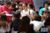 """平顶山市高招咨询会场面火爆 近三千名考生和家长到场""""取经"""""""