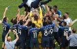 法国4比2胜克罗地亚 20年后再捧大力神杯