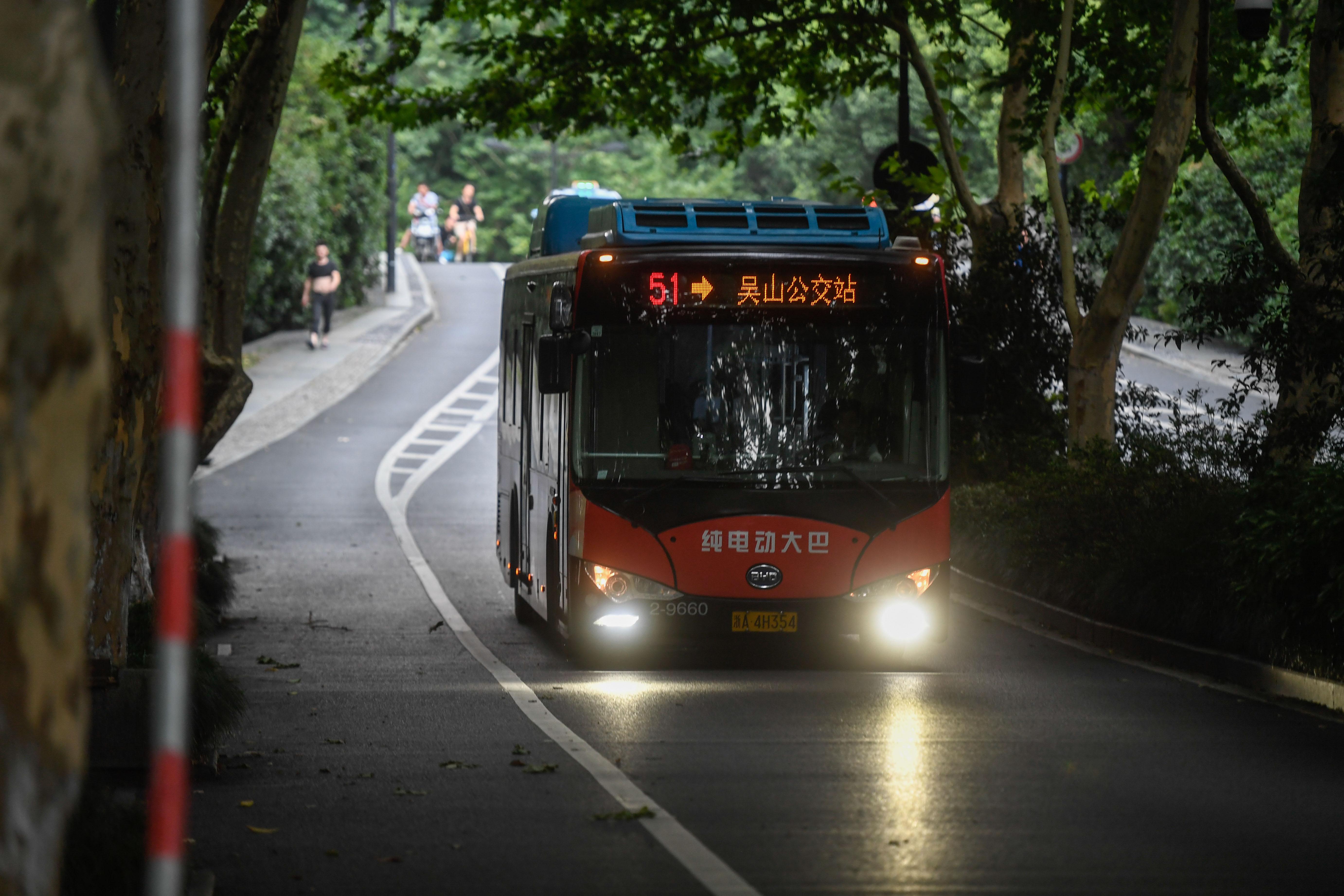 """杭州:2000余辆公交车已实现""""零排放、零污染"""""""