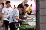 """消费品降关税福利逐步""""变现"""" 奢侈品、家电、生鲜开始降价"""