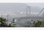 意大利一公路桥发生垮塌 造成至少20人死亡