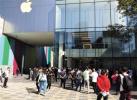直击新iPhone发售现场:有人排队 远不如去年火爆